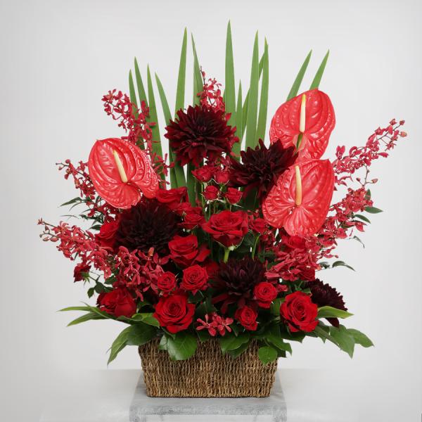 スタイル:華やか 色味:赤系バラ・ダリアを中心にした5種のお花で構成したアレンジメント。4種のグリーンを合わせております。 15,000円