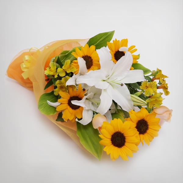 スタイル:華やか 色味:黄系ひまわり・ユリがメインの3種のお花と2種のグリーンを合わせた花束。 5,000円
