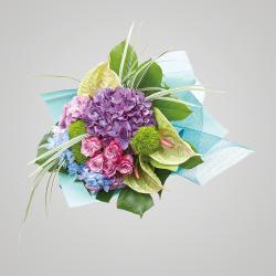 スタイル:華やか 色味:白系 バラ・あじさいを中心に、アンスリウムとグリーンを合わせたイメージ。 10,000円